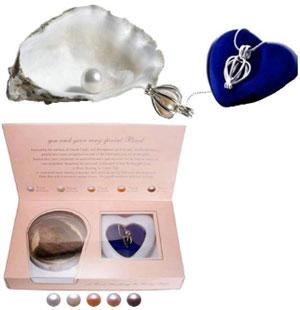 Perla prianí s náhrdelníkom